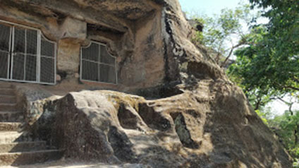 9 seater tempo traveller hire in Shri Panch Pandav Caves
