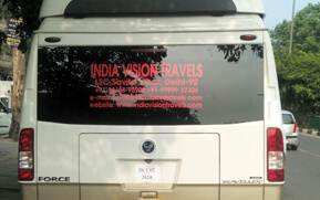 14 seater luxury tempo traveller